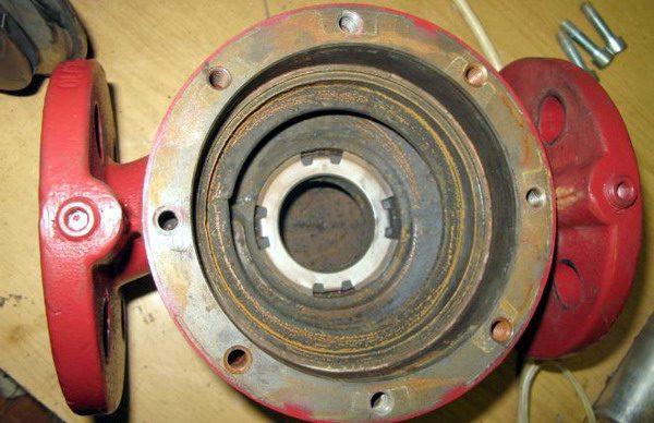 Внутренняя поверхность корпуса циркуляционного насоса