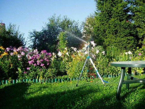 Полив огорода с помощью насоса