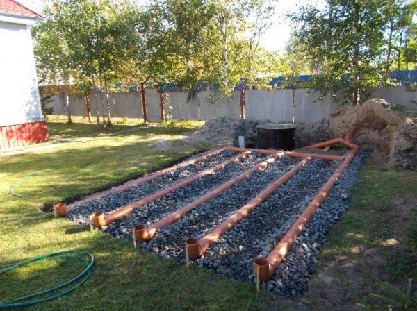 Как своими руками установить фильтрующее поле для автономной системы канализации