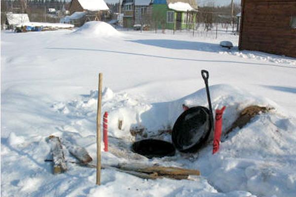 Ремонтировать канализацию в зимних условиях очень сложно