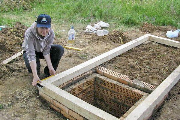 Фундамент под дачный туалет с септиком из кирпича