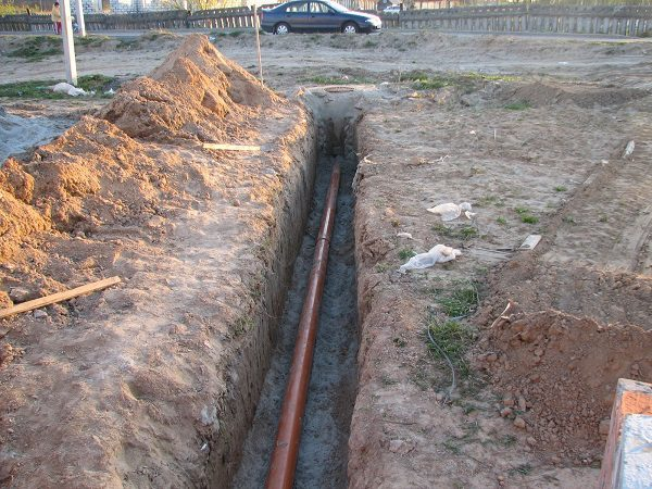 Укладка канализационного трубопровода